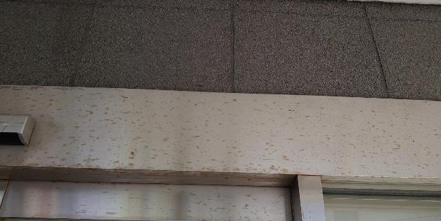 ステンレスドア枠 錆取りおよび拭き上げ清掃