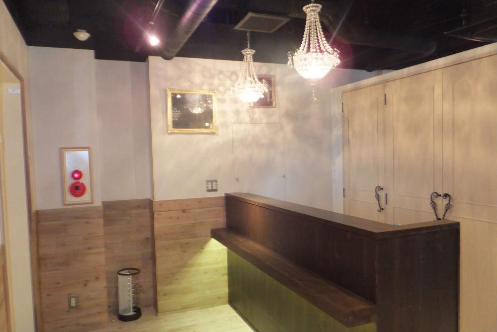 美容室 オシャレ リフォーム 店舗 改装 シャンデリア カウンター 額 傘たて