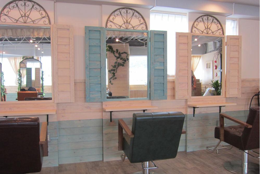 美容室 改装 サロン オシャレ 店舗 内装工事 かわいい お姫様 ゴージャス 鏡 セット面 椅子
