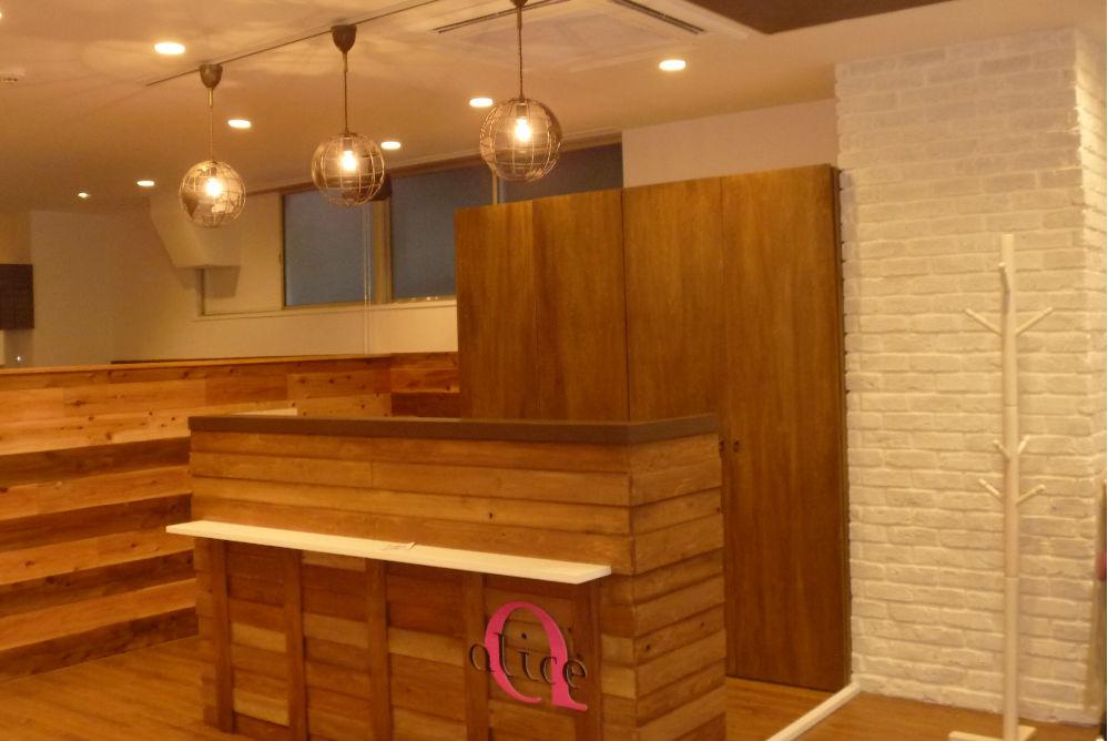 美容室 オシャレ リフォーム 店舗内装 改装 工事 ウッド カウンター ダウンライト 照明