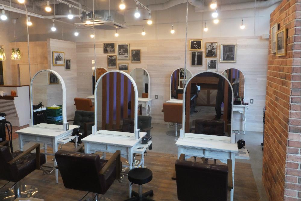 美容室 サロン オシャレ きれい 店舗 内装 工事 リフォーム 額 照明 ダウンライト レンガ