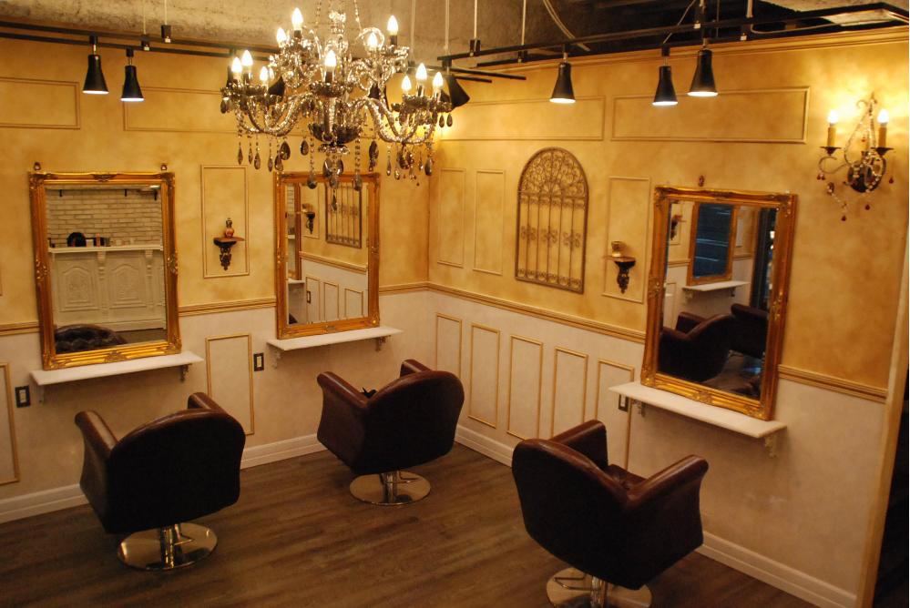 美容室 オシャレデザイン 内装工事 改装 リフォーム サロン かわいい 宮殿 シャンデリア