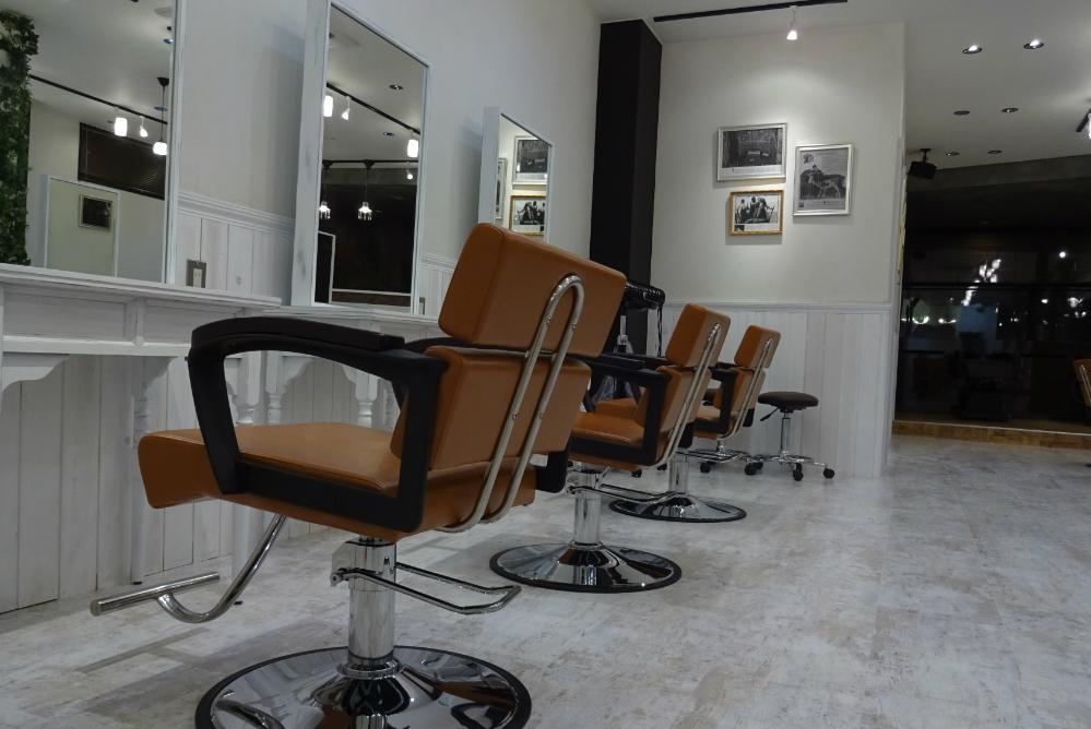 サロン 美容室 オシャレ リフォーム 店舗 改装 かわいい ホワイトウッド デザイン 内装工事 店舗デザイン 店舗リフォーム