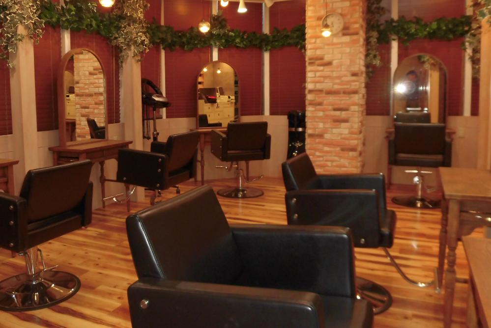 サロン 美容室 オシャレ リフォーム 店舗 改装 デザイン 内装デザイン 店舗リフォーム レンガ レンガ調 セット面 セット椅子 椅子 鏡 ドレッサー