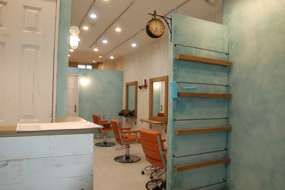 サロン 美容室 オシャレ リフォーム 店舗 改装 デザイン 内装デザイン 店舗デザイン 店舗リフォーム セット面 ドレッサー 椅子 カウンター 受付カウンター