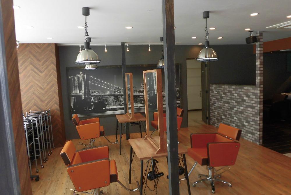 サロン 美容室 オシャレ リフォーム 店舗 改装 デザイン 内装デザイン 店舗デザイン 店舗リフォーム セット面 セット椅子 壁紙オシャレ