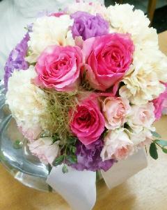 ピンク薔薇と紫トルコの花束