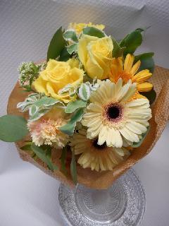 黄色い薔薇とガーベラの花束