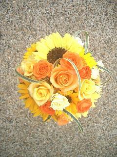 ヒマワリとバラのオレンジラウンドブーケ