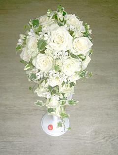 白バラとホワイトスターのオーバルブーケ