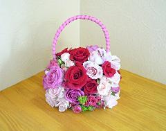 バラのかわいいバッグブーケ