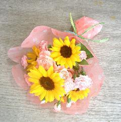 ヒマワリとバラとSPカーネーションの子供用花束