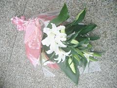 カサブランカの花束 お父様用ブートニア付