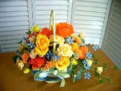 バラとブルスターのさわやかなアレンジ