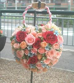ピンクのバラとブルースターのハートのバッグブーケ