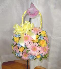 ピンクのガーベラとブルースターのバッグブーケ