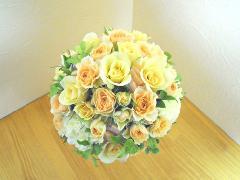 オレンジと黄色のバラをぎっしりラウンドブーケ