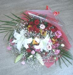 カサブランカと赤バラの花束(お父様用ブートニア付き)