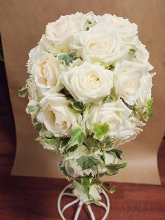 白バラのオーバルブーケ