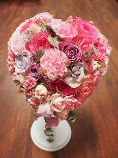 バラとカーネーションのハートブーケ