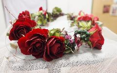 赤ベースグリーニを入れた花かんむり