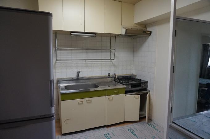 施工前の古くなったキッチンです