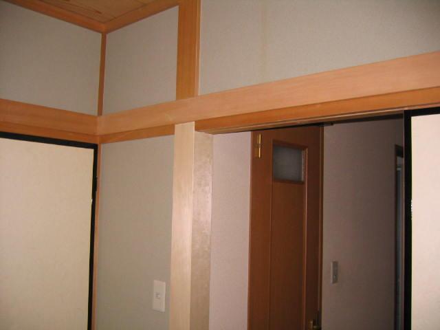 劣化した柱を白木の単板で補修