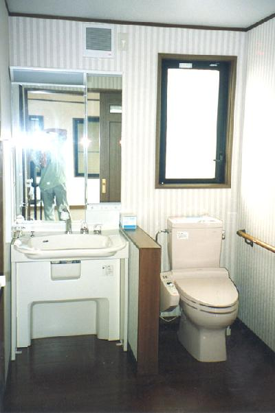 車椅子対応の洗面化粧台です。