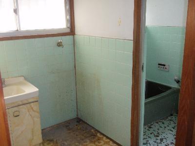 タイル張りの浴室です。
