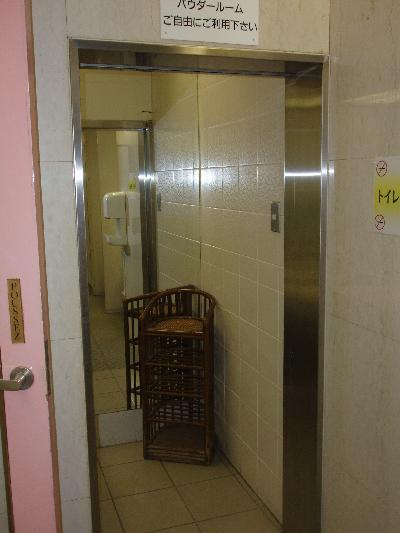 タイル張りのトイレです。