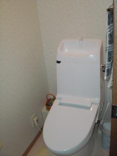 トイレの入れ替えと壁紙工事
