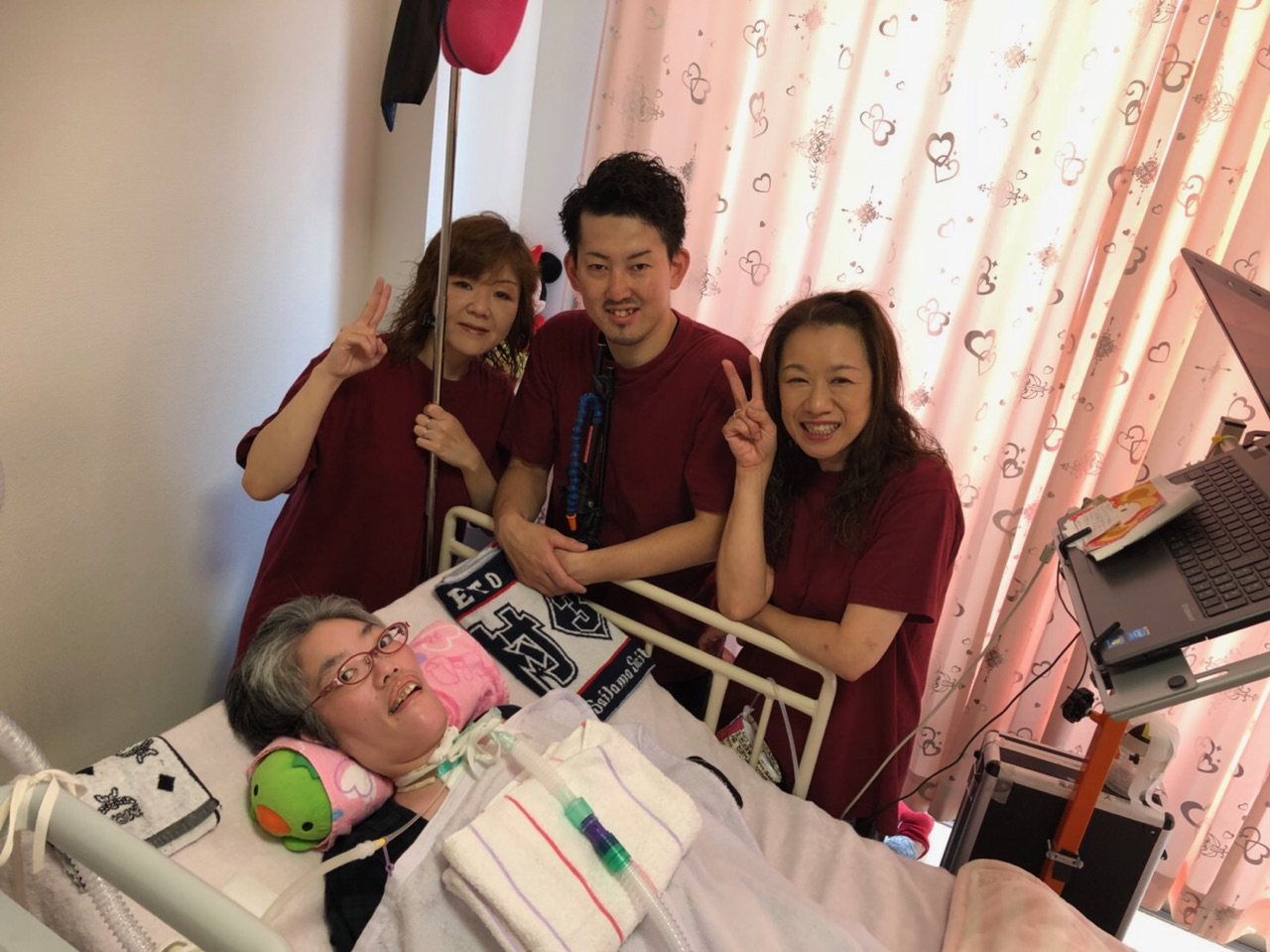 AILISは、基本一人の患者様に一人のヘルパーが側にいての介護を行います。