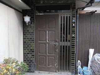 老朽化した木製玄関建具