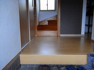 玄関の床張替え施工後