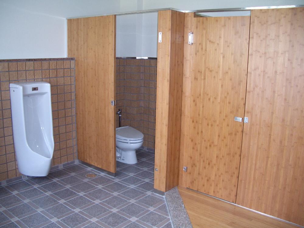 小学校トイレ・多目的ボード