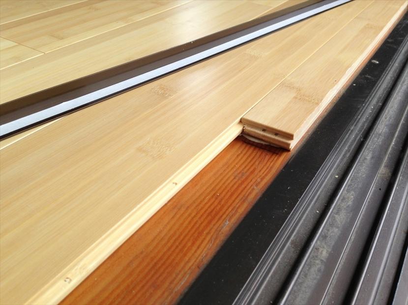 既設の床にバンブーフロアを貼ります