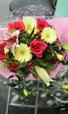 販売した花束(27)女性へのお見舞い。