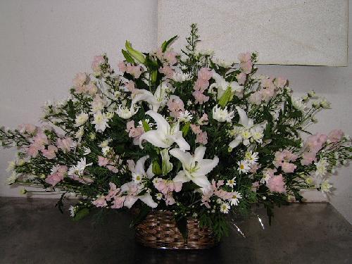 教会での、お婆ちゃんへのお供養花。