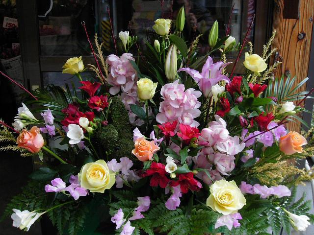 開店記念日のお祝いアレンジ花