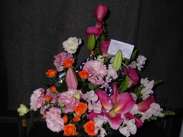 お誕生日に贈る花カゴ。