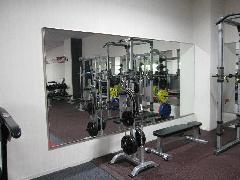 スポーツジムの鏡