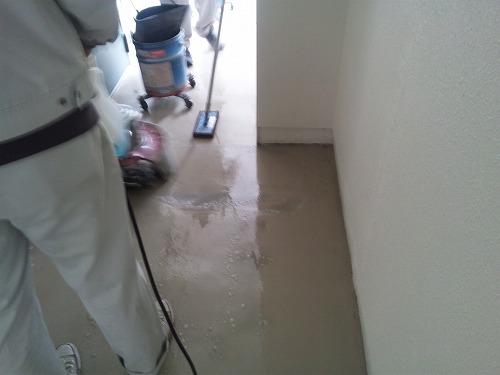 ポリシャー清掃すみっこはパット作業で。