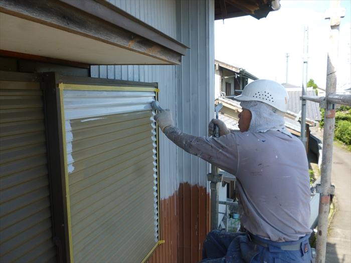 戸建住宅 外壁塗装(犬山市)下塗り 作業中
