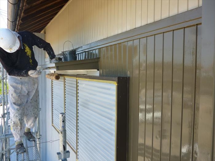 戸建住宅 外壁塗装(犬山市)上塗り-作業中