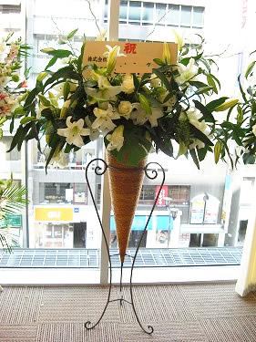 白でまとめた品のある スタンド花