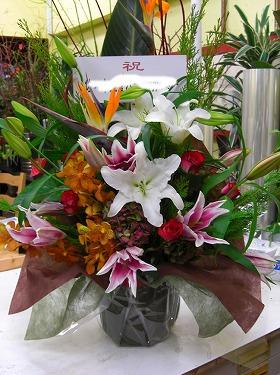 大型の花を使ったアレンジメント