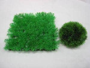 プラスチック製のガーデンマットやハーフボール