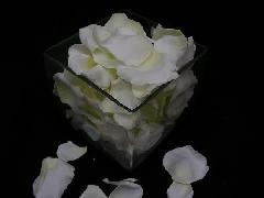 造花のフラワーシャワー・バラの花びら(ホワイト)[コンビニ後払いの場合有り]