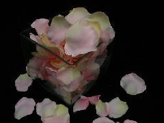 造花のフラワーシャワー・バラの花びら(ピンク/クリーム)[コンビニ後払いの場合有り]
