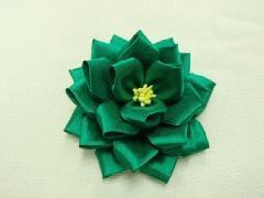 胸につける花リボンバラ・記章・徽章(小・花径8cm)緑